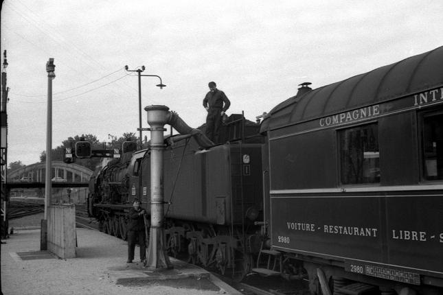 La 241 P 26 prend de l'eau à Belfort le 23 septembre 1967 (photo P. Debano)