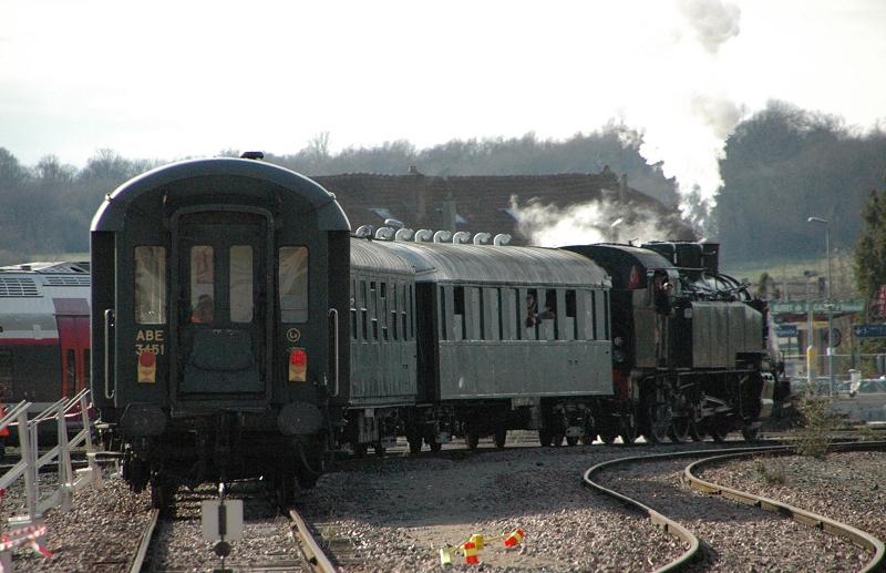La navette vapeur s'éloigne vers Provins