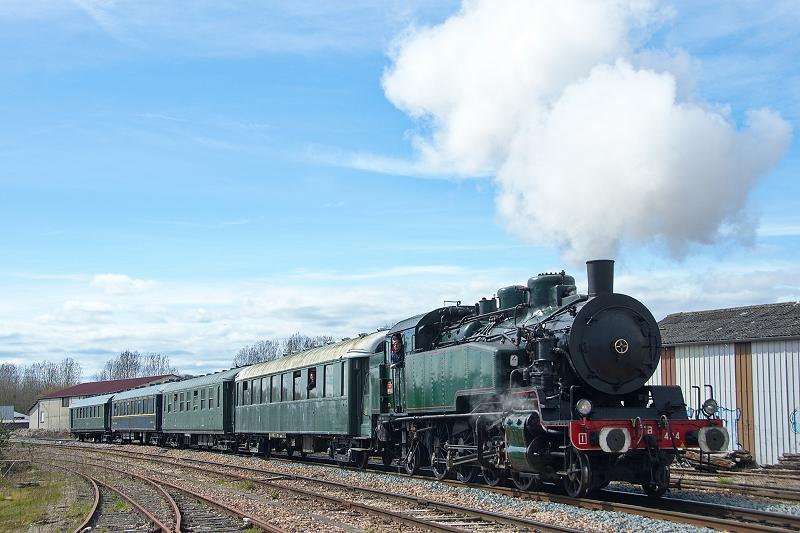 Le train à vapeur arrive à Provins