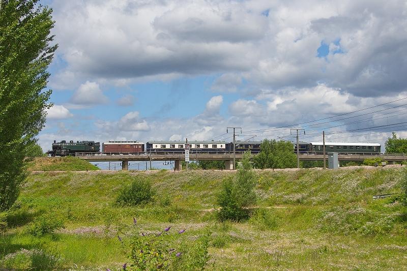 Passage au dessus de la ligne TGV Sud-Est (photo C.Santiciolli)