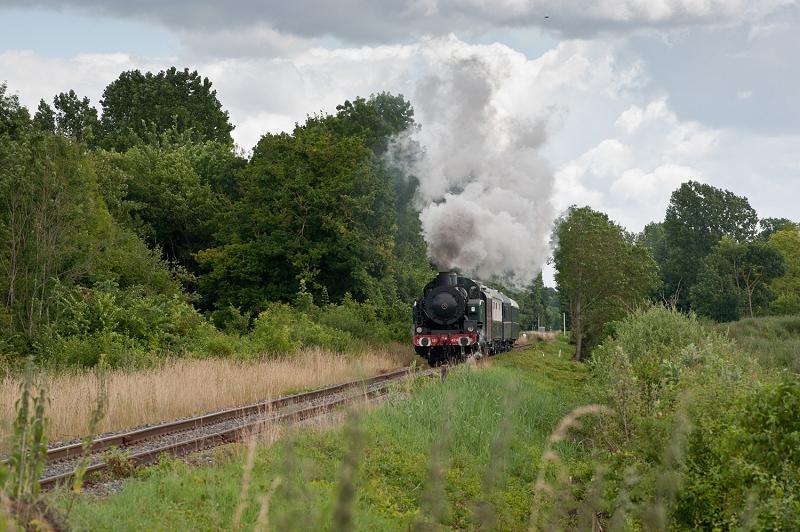 Le train à vapeur approche des Ormes sur Voulzie (photo J. Tasma)