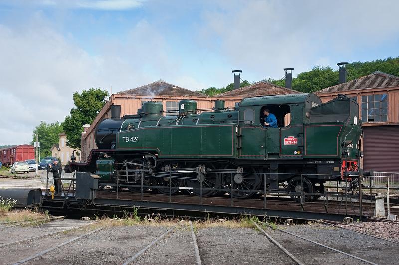 La 141 TB 424 de la AAATV de Mulhouse sur le pont tournant du dépôt de Longueville (photo J. Tasma)