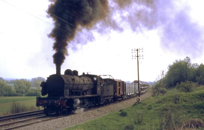 La 140 C 122 remorque un train de marchandises entre Verdun et Eix, le 08 mai 1971 (photo Pierre Debano)